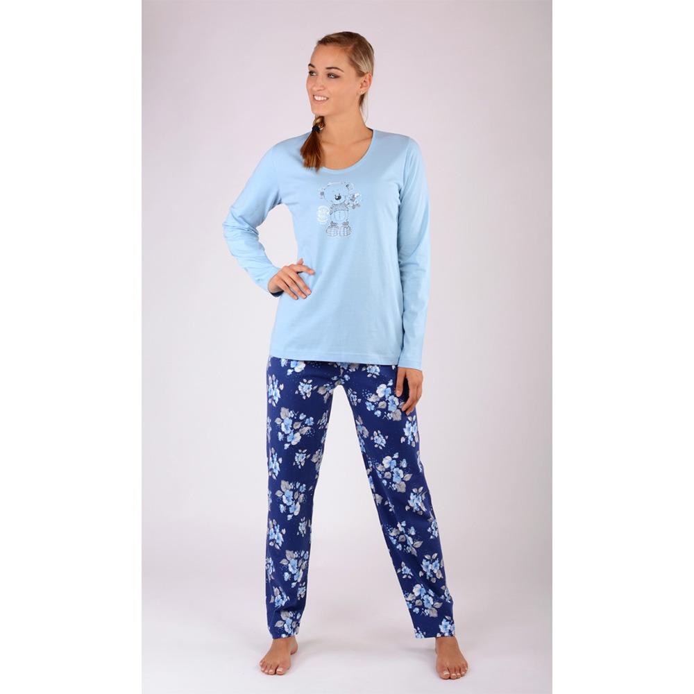 89e18159616a Dámské dlouhé bavlněné pyžamo Méďa. Pyžamo tvoří triko s dlouhým rukávem a  dlouhé kalhoty s klasickým pasem. Triko zdobí potisk medvídka.
